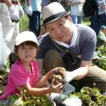 いっぱいとれたよ!子どもたちがイモほり体験!/小金井市