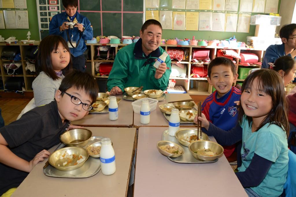東京むさし・1208・A地元産食材を使った給食で子どもたちを笑顔にDSC_8101 - コピー