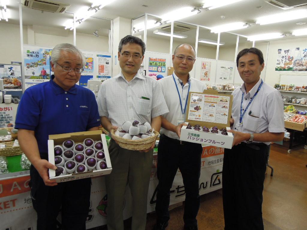 東京むさし・0709・B姉妹都市 三宅島のパッションフルーツを販売
