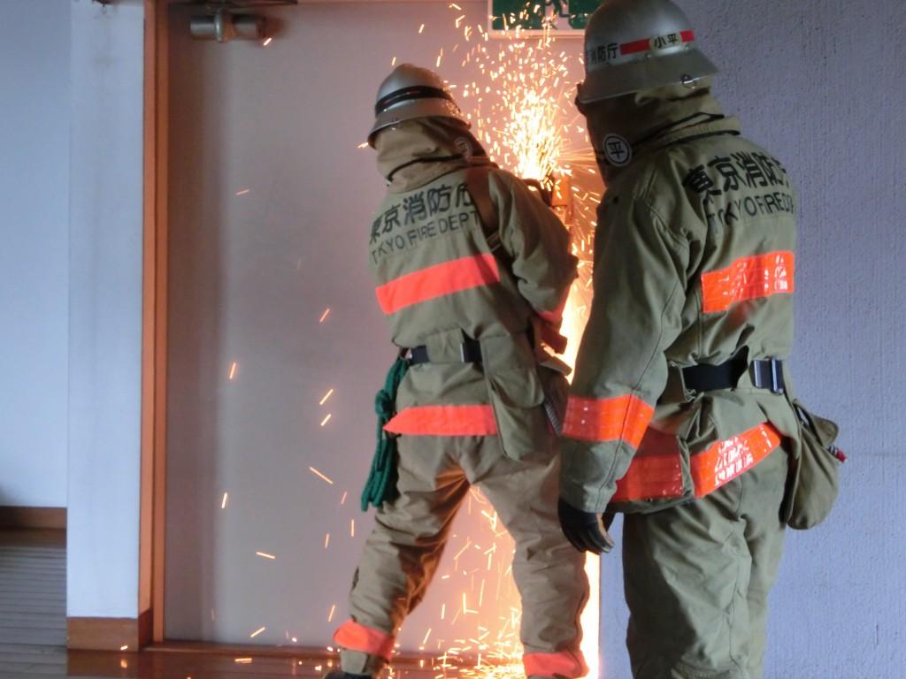 東京むさし・0901・B旧店舗建物を破壊訓練に提供CIMG1042