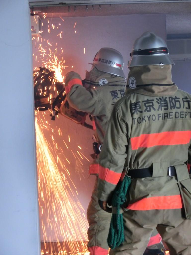 東京むさし・0901・B旧店舗建物を破壊訓練に提供CIMG1045