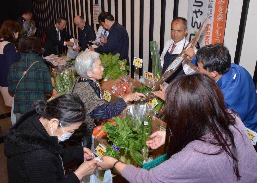 東京むさし・1124・A人形町のマンションで出張販売 都市農業をPRDSC_7682-ぼかし -黒髪