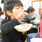 三鷹の小学校で三鷹市内産野菜を使った「カレーの日」!/三鷹市