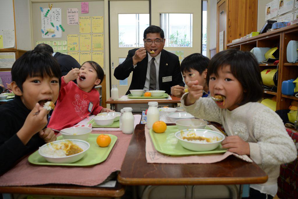 東京むさし・1122・三鷹産野菜カレーの給食