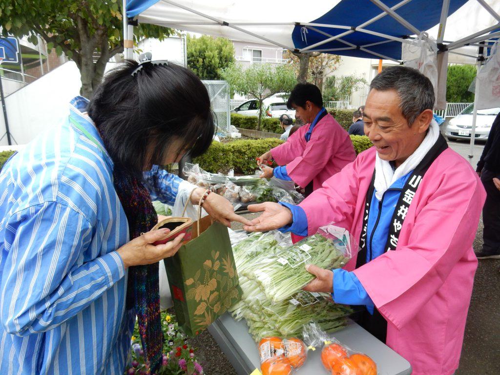 東京むさし・191016・地場産農産物をチャリティー販売で地域に貢献